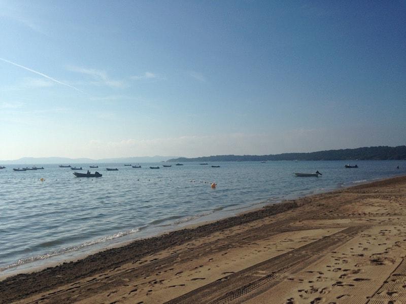 kitesurf-le-spot-kitecenter-plage-de-la-bergerie-plan-d'eau-plat-flat-offshore